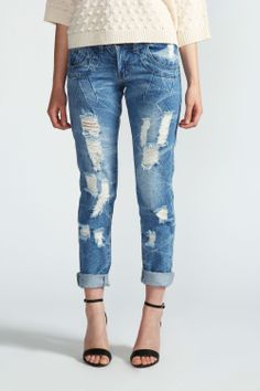 { Distress Wash Boyfriend Jeans }