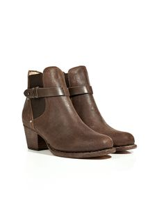 Ankle Boots, a good pair of trusty ankle boots will do some good work for you. These distressed Leather Durham Boots in Brown from Rag & Bone are a versatile staple that will look good even when winter is long gone.