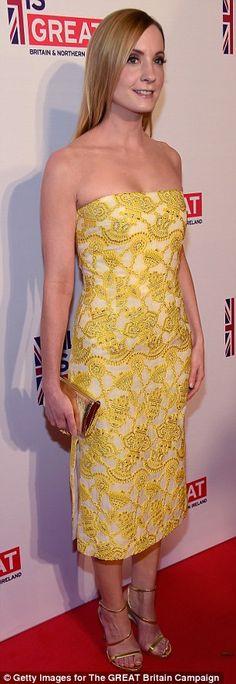 De aur: Downton Abbey stele Joanne Froggatt a prezentat rama ei se potrivesc într-o rochie...