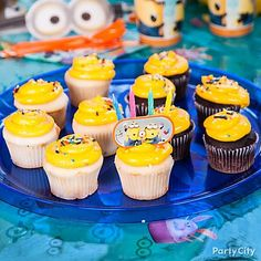 These aren't your ordinary Minion faves: Bananas or bapples! Your little minions will eat up these delish Despicable Me cupcakes! Despicable Me Cupcakes, Despicable Me Party, Cool Birthday Cakes, Birthday Fun, Birthday Party Themes, Minion Party Supplies, Minion Pinata, Minion Birthday, My Dessert