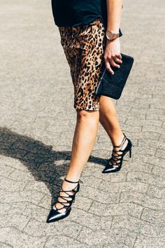 Pencil skirt, heels.