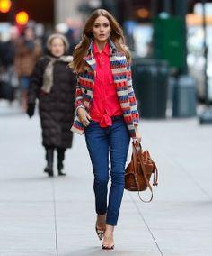 jeans com vermelho + bolsa igual à minha. Me representa.