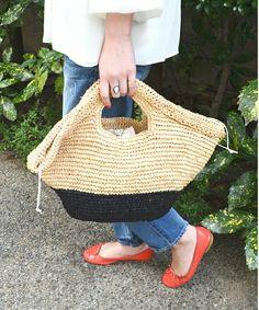 SHIPS for women(シップスフォーウィメン)の「ラフィア×ペーパー バイカラーバッグ(かごバッグ)」です。このアイテム着用のコーディネートをチェックすることもできます。