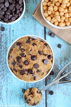 Healthy eggless cookie dough - no-bake cookie dough you can eat with a spoon! it's made from a secret ingredient garbanzo beans! Chickpea Cookie Dough, Chickpea Cookies, Healthy Cookie Dough, Healthy Cookies, Healthy Deserts, Healthy Sweets, Healthy Baking, Vegan Desserts, Dessert Recipes