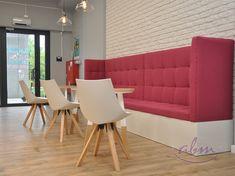 W ofercie regały piekarnicze skonstruowane na bazie regału metalowego z dodatkami na produkty piekarnicze lub cukiernicze – półki, szuflady, osłony z pleksi. Regały można łączyć w ciągi dostosowane do wielkości ekspozycji. Dostępne są także regały z drewna klejonego lub z płyty laminowanej. #bakeryelove #bakerycafe #piekarnia #storedesign #design #store #interior #furnituredesigner #wystrojwnetrz #showroom #retrostyle #polishdesign #meble #galleryart #furnituredesign #interiordesign Sofa, Couch, Chair, Furniture, Home Decor, Decoration Home, Room Decor, Settee, Sofas