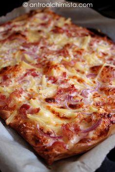 L'Antro dell'Alchimista: Pizza Bianca con Stracchino, Bacon, Cipolle e Patate Pizza Bella, Focaccia Pizza, Good Food, Yummy Food, High Fat Foods, Keto Meal Plan, Sandwiches, Antipasto, Pizza Recipes