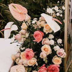 """61 curtidas, 3 comentários - As Floristas por Carol Piegel (@asfloristas) no Instagram: """"Antúrios! Eu sempre gostei de flores diferentes, da mistura de espécies, e foi uma das coisas que…"""" Floral Wreath, Wreaths, Instagram, Design, Home Decor, Florists, Stuff Stuff, Flowers, Floral Crown"""