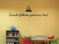 Decoração para parede do Biblioteca escolar, em Malange. #bibliotecaescolar #designgráfico #design #biblioteca #decoração #escola Beautiful Library, Library Ideas, Design, Home Decor, Library Decorations, School Projects, Wall Hanging Decor, School Libraries, Classroom