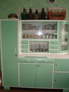 Kitchen Dresser, Kitchen Furniture, Kitchen Decor, Software, Nostalgia, Kitchen Organization, Vintage Kitchen, Old Houses, Decoration