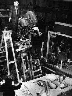Stanley Kubrick on the set of 'Dr. Strangelove' Stanley Kubrick on the set of 'Dr. Strangelove'Stanley Kubrick on the set of 'Dr. Stanley Kubrick, Slim Pickens, Dr Strangelove, Photos Rares, Pier Paolo Pasolini, Non Plus Ultra, Stefan Zweig, Star Wars, Film Director