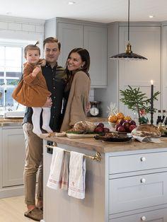 Idas lantligt julhem – i vackra sekelskifteshuset i Småland Dining Area, Kitchen Dining, Interior Design Kitchen, Interior Decorating, Küchen Design, House Design, Kitchen Designs Photos, Chicken Coop Designs, Apartment Living
