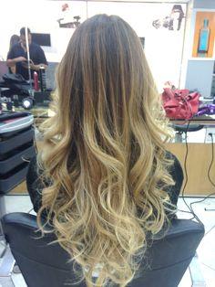 cabelo-mais-bonito-do-mundo-degrade-perfeito-ombre-hair-blonde-californianas-sombre-har-mechas-luzes-loiro-blond-hair-beauty-hair-cachos-modaonlinebh-candice-melhor-mascara-como-fazer-babyliss-spray-sea-salf-babe-surf-spray-curve-sandro-benjamin Ombré Hair, New Hair, Blonde Hair, Surf Hair, Salon Style, Rose Gold Hair, Long Bob, Balayage Hair, Hair Looks