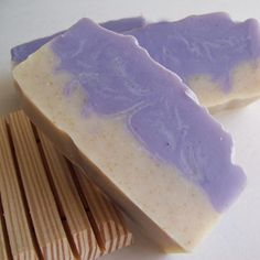 Super luxurious lather and great scent with Lavender essential oil. The a whipped layer of oatmeal that is so soothing to the skin.