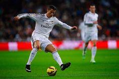Trong phát biểu mới đây, siêu sao người Bồ Đào Nha Cristiano Ronaldo cho rằng Real Madrid hiện tại giống như ngôi nhà thứ hai của anh, đặc biệt bầu không khí trong phòng thay đồ là hết sức tuyệt vời....