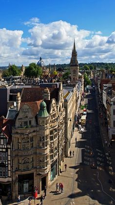 High Street seen from Carfax Tower in Oxford, England (by tyro)