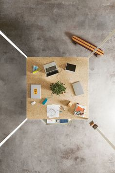 Hub office desk top view / ORDER NOW FROM SPACEIST