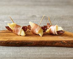 Tre Stelle Roasted Pears with Prosciutto and Parmesan are a quick, easy and low fat snack. Roasted Pear, Roasted Almonds, Cold Appetizers, Appetizer Recipes, Appetizer Ideas, Eating Habits, Clean Eating Snacks, Healthy Eating, Yummy Snacks