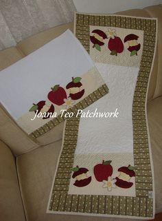 Caminho de mesa e pano de copa de maça