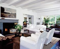 Gallin furnished the living room with comfortable slipcovered seating.