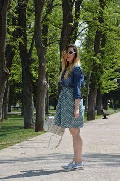 https://oneusefashion.wordpress.com/2015/04/20/white-and-blue-dress/