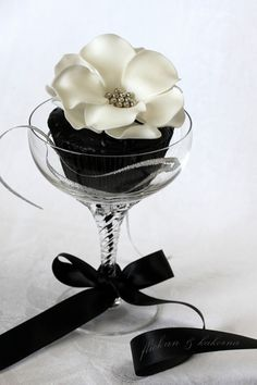 White and black wedding cupcake. With the right tools (I prefer wilton) flowers like these are fairly simple to create and turns an ordinary cupcake into a elegant cupcake instantly.