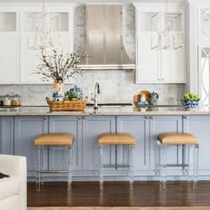 How to clean your kitchen credenza? Blue Kitchen Island, Blue Kitchen Cabinets, White Cabinets, Kitchen Islands, Interior Design Career, Interior Decorating Styles, Kitchen Colors, Kitchen Decor, Kitchen Design