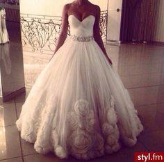 Ball Gown Wedding Dresses :     Picture    Description  Suknie ślubne Ślub Moda    - #BallGown https://weddinglande.com/dresses/ball-gown/ball-gown-wedding-dresses-moda-slub-suknie-slubne/