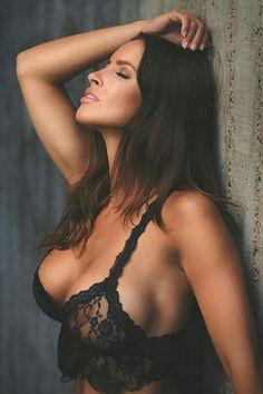 Nudeblackwomen, čierna
