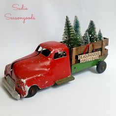 Unfortunately, vintage Christmas decorating ideas aren't always the cheapest way to go - especially since retail stores love to capitalize on all things old yet trendy. Luckily, this Antique Christmas Tree Delivery Truck is cheap to make. Rustic Christmas Ornaments, Christmas Truck, Antique Christmas, Primitive Christmas, Christmas Toys, Red Christmas, Christmas Decorations, Christmas Ideas, Country Christmas