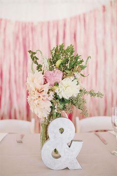 Tiñe tu boda en el color de 2016: el rosa cuarzo » Mi Boda #MiBoda #novias #ideas #inspiración #tiñe #boda #color #2016 #rosa #cuarzo #centros #mesa
