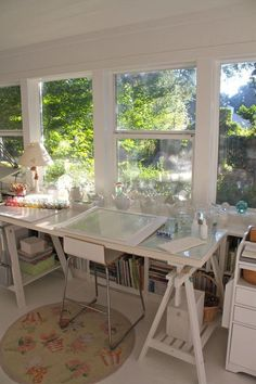 10 more inspiring creative spaces - carmen whitehead designs / art studio / art interior Art Studio Room, Studio Table, Art Studio Design, Art Studio At Home, Painting Studio, Design Art, Art Studio Spaces, Design Ideas, Attic Design