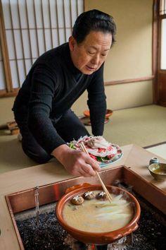 Botan Nabe (wild boar hotpot) simmering at Kyoto restaurant Hatakaku 京都畑かく 牡丹鍋. #japan