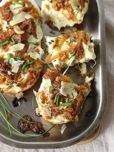 French Onion Cheese Bread: The best part of french onion soup is the cheese and baguette, let's be real. Get the recipe from Foodie Crush. Think Food, I Love Food, Good Food, Yummy Food, Yummy Appetizers, Appetizer Recipes, Tapas, Pan Relleno, Cheese Bread