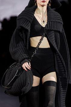 Dolce & Gabbana Fall 2020 Ready-to-Wear Fashion Show - Vogue Edgy Outfits, Mode Outfits, Fashion Outfits, Fashion Week, Fashion Show, Fashion Design, Fashion Trends, India Fashion, Couture Fashion