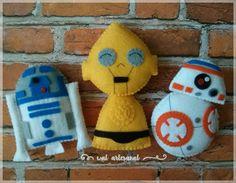 Star Wars: The Force Awakens PDF Pattern Pocket by walartesanal Natal Star Wars, Peanuts Characters, Christmas Ornament Crafts, Finger Puppets, Felt Crafts, Baby Mobiles, Pdf, Baby Shower, Pocket