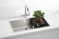 This extra large undermount sink is a great alternative to two sink bowls. Perfect for a minimal kitchen design