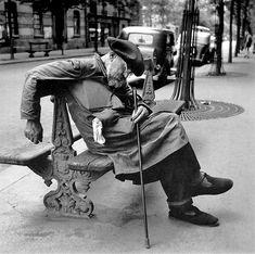 © Louis Stettner - Peintre de Chevalet, Boulevard Montparnasse, Paris S)