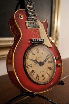 Les Paul guitar clock. Pink Floyd should have played Time on this guitar! www.meriland.at