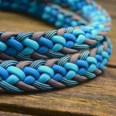 I like these colors for a macate Paracord Knots, 550 Paracord, Paracord Bracelets, Rope Knots, Survival Bracelets, Parachute Cord Crafts, Paracord Projects, Paracord Ideas, Paracord Dog Leash