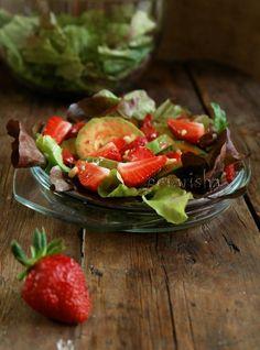лёгким салатиком, который поможет сохранить тонкость талии, если, конечно, не подавать его как гарнир к свиной отбивной)))) Рецепт родился в результате…