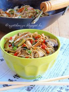 Wok, Japchae, Vitamins, Protein, Yummy Food, Healthy Recipes, Ethnic Recipes, Delicious Food, Healthy Eating Recipes