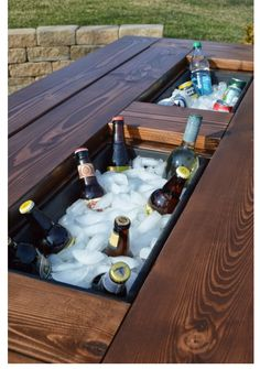 Tutorial For This Awesome DIY Patio Table With Drink Coolers. Covers For  When Theyu0027re Not In Use, Plus Matching Benches, Too.
