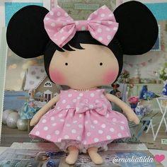 Completamente apaixonada Tilda Toy Minnie #tilda #tildinha #tildatoy #bonecadepano #tildatoys #feitocomamor #feitocomcarinho #mãedemenina #gravidez #coisasdemenina #maternidade #fofura #chádebebê #decoração #doll #dolls #tildaworld #costurinhas #princesas #newborn #atelie #artesanato #recemnascido #futuramamae #tonefinnanger #daminha #vestidodeboneca