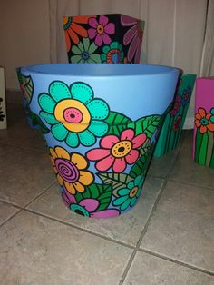Macetas Flower Pot Art, Small Flower Pots, Flower Pot Design, Clay Flower Pots, Flower Pot Crafts, Clay Pots, Clay Pot Projects, Clay Pot Crafts, Painted Plant Pots