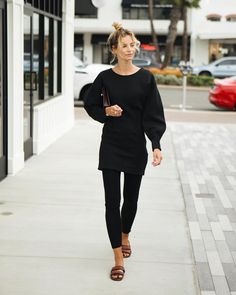 """9f34decff5cf Anouk Yve on Instagram  """"The thing you need to know about Orange County   All the woman are wearing leggings. All of them.. every single day."""