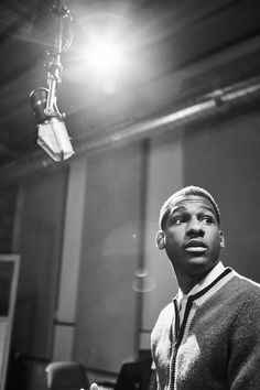 Vintage, Classic, Like your watching a piece of music history unfold. Leon Bridges, Concert Photography, Portrait Photography, Music Heart, Environmental Portraits, Band Pictures, Piece Of Music, Music Wall, Studio Shoot