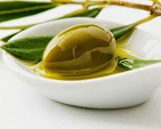 """Η πιο """"ακριβή"""" κρέμα νυκτός με ελαιόλαδο και ξύδι! - Νέα Διατροφής Eating Raw, Clean Eating, Healthy Eating, Think Food, I Love Food, Best Cooking Oil, Healthy Oils, Healthy Hair, Olive Tree"""