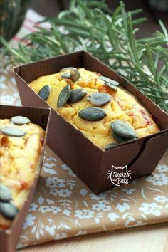 Pumpkin,rosemary and cheddar cake  #pumpkin #minicake #cake #cheddar #foodblog #shakeandbake