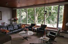Zithoek met grotendeels origineel meubilair uit de jaren 60 (Arjan den Boer)