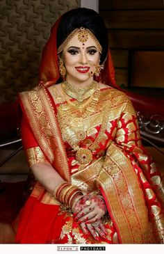This bride absolutely looks gorgeous in a bridal dress. 📸: This bride absolutely looks gorgeous in a bridal dress. Red Saree Wedding, Indian Wedding Bride, Indian Bridal Lehenga, Indian Bridal Outfits, Pakistani Bridal Wear, Indian Bridal Fashion, Bridal Dresses, Bengali Wedding, Wedding Outfits